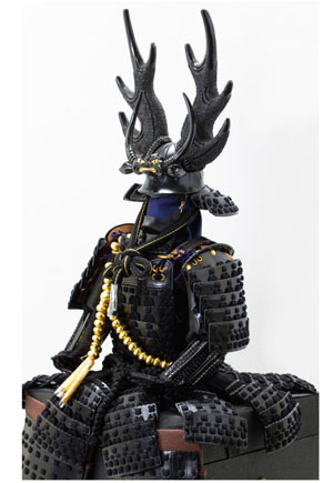 五月人形 戦国武将・本多忠勝公鎧 本多隆将氏蔵 黒糸縅二枚胴具足模写 高床台鎧飾り