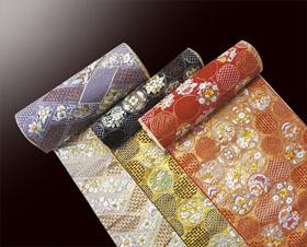 汕頭刺繍の親王飾りは小木人形では人気の雛人形です。
