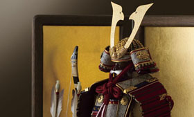 五月人形・焼桐飾り台鎧兜平飾り