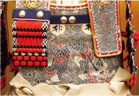 五月人形・広島 厳島社所蔵 重要文化財 黒韋威肩紅の大鎧模写 三分之一 鎧飾り