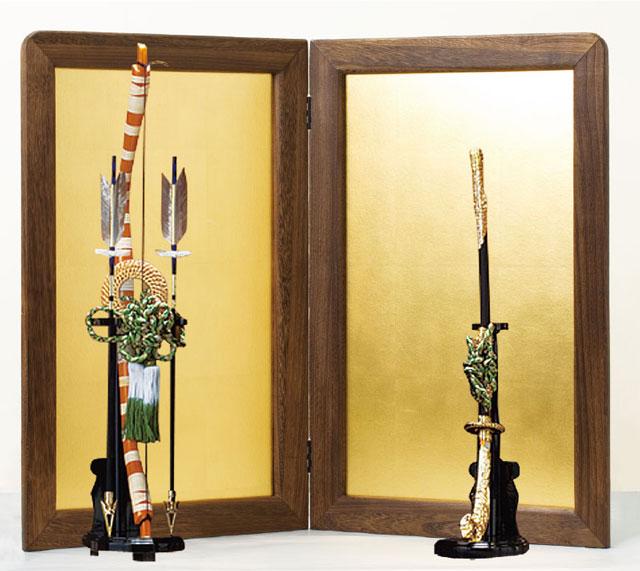 五月人形は焼桐仕様平台飾りに弓太刀