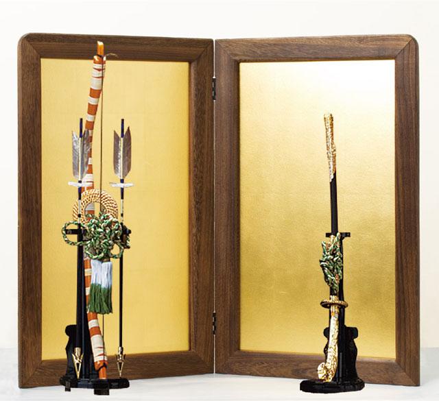 五月人形・鎧飾り 焼桐平台飾りに弓太刀