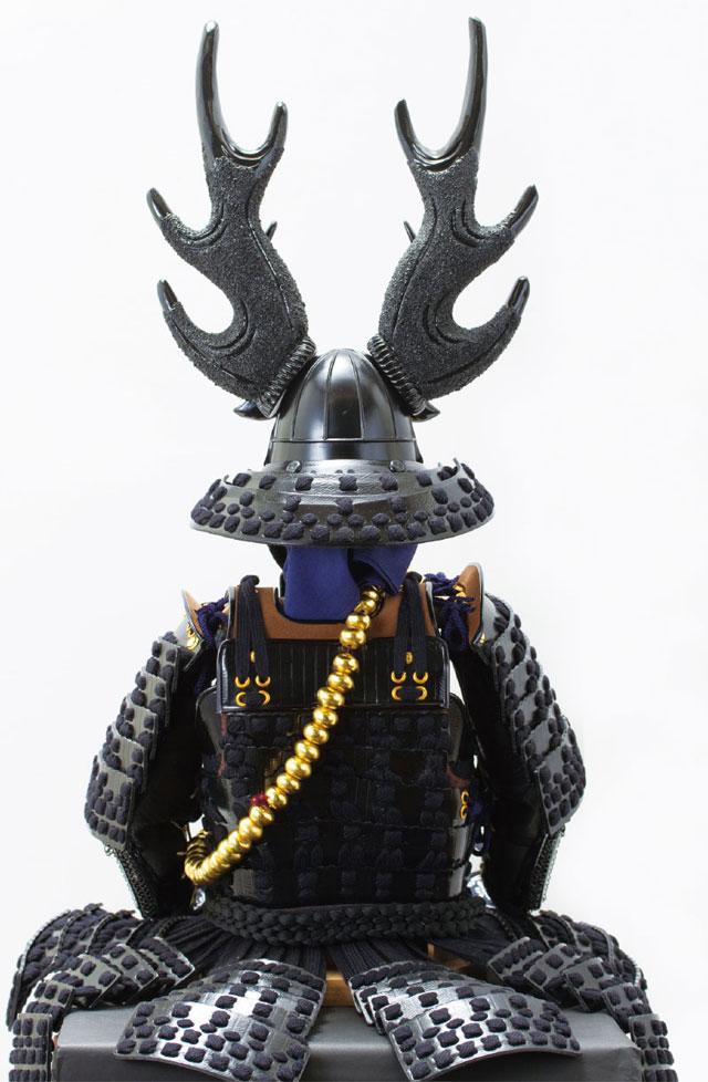 五月人形・本多忠勝公 黒糸威二枚胴具足模写 高床台飾りNo2281 具足の背面