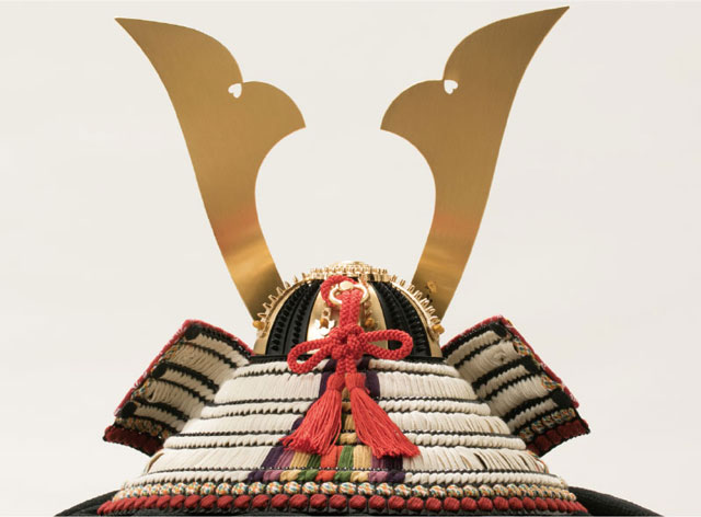 五月人形・国宝模写鎧兜 白糸威褄取り大鎧の兜平台飾り No311C 兜の背面