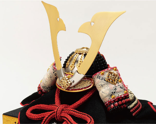 五月人形・国宝模写 小桜黄返韋威鎧 兜平台飾り  No311D 兜本体
