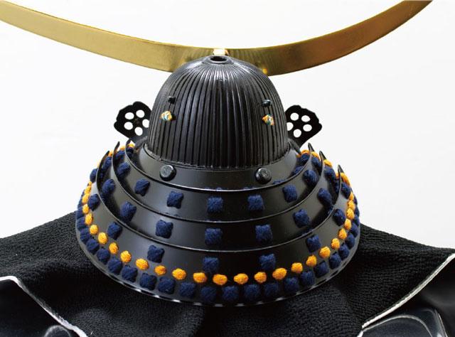 五月人形・伊達政宗 重要文化財 黒漆五枚胴具足模写鎧 兜飾り No3121 弦月前立て兜の背面