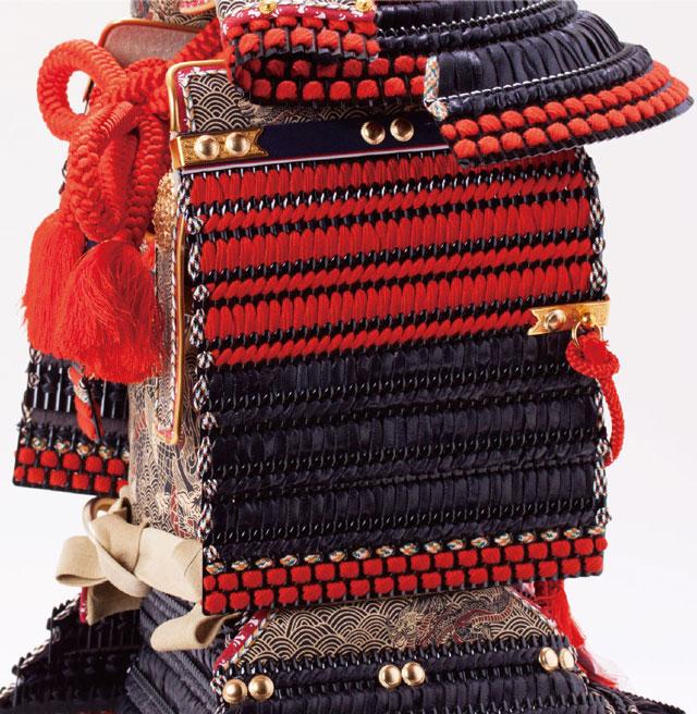 五月人形・ 厳島社所蔵 重要文化財 黒韋威肩紅の大鎧模写 鎧飾り No321I 大袖の部分