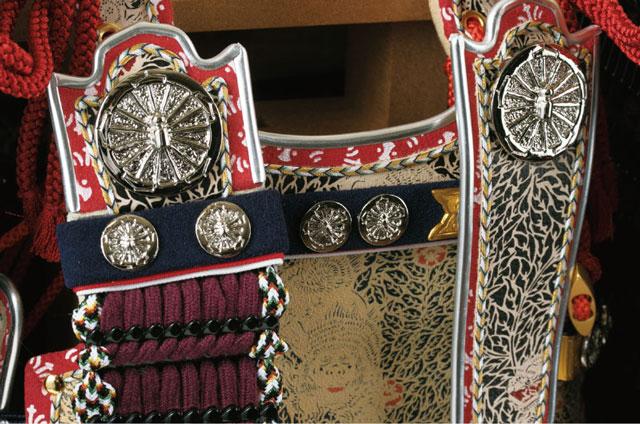 五月人形・国宝模写 大山祇神社所蔵 紫糸威大鎧平台飾り No321K 大鎧の弦走りの部分と栴檀・鳩尾の板