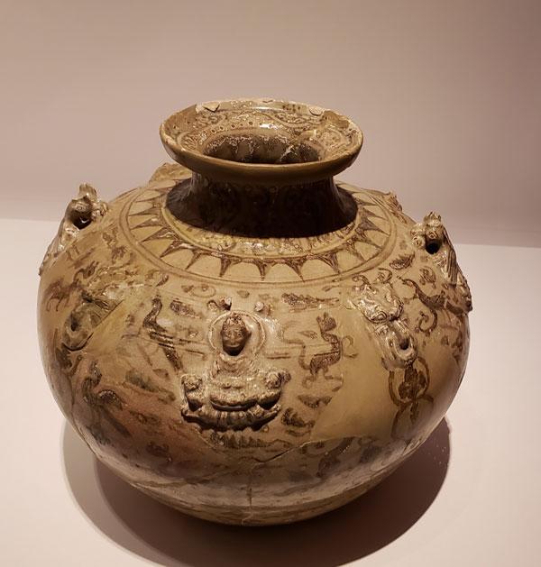 一級文物 盤口壷 三国志 博物館にて