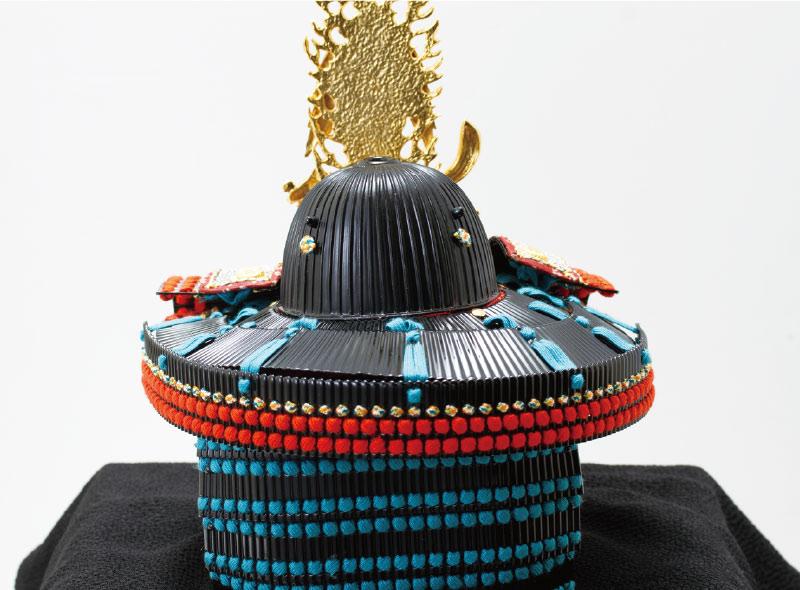 上杉神社所蔵 重要文化財 色々威腹巻具足模写(飯綱権現前立)兜陣幕飾り 兜の背面