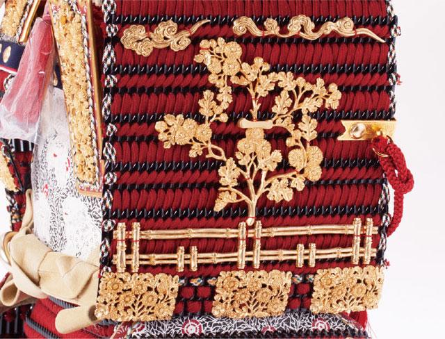 五月人形・国宝模写鎧兜 「菊一文字の大鎧」三分之一 焼桐平台飾り  No321B 大鎧大袖