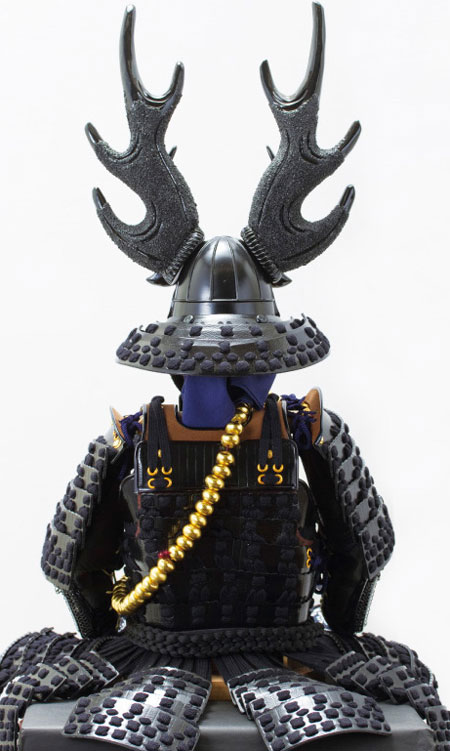 五月人形・本多忠勝公 黒糸縅二枚胴具足模写 高床台飾りNo2281 背面