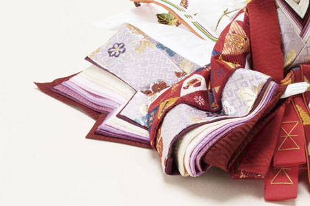 雛人形(ひな人形・おひなさま) 焼桐三段飾り官女付きセット 京十番親王・芥子官女五人飾りセット