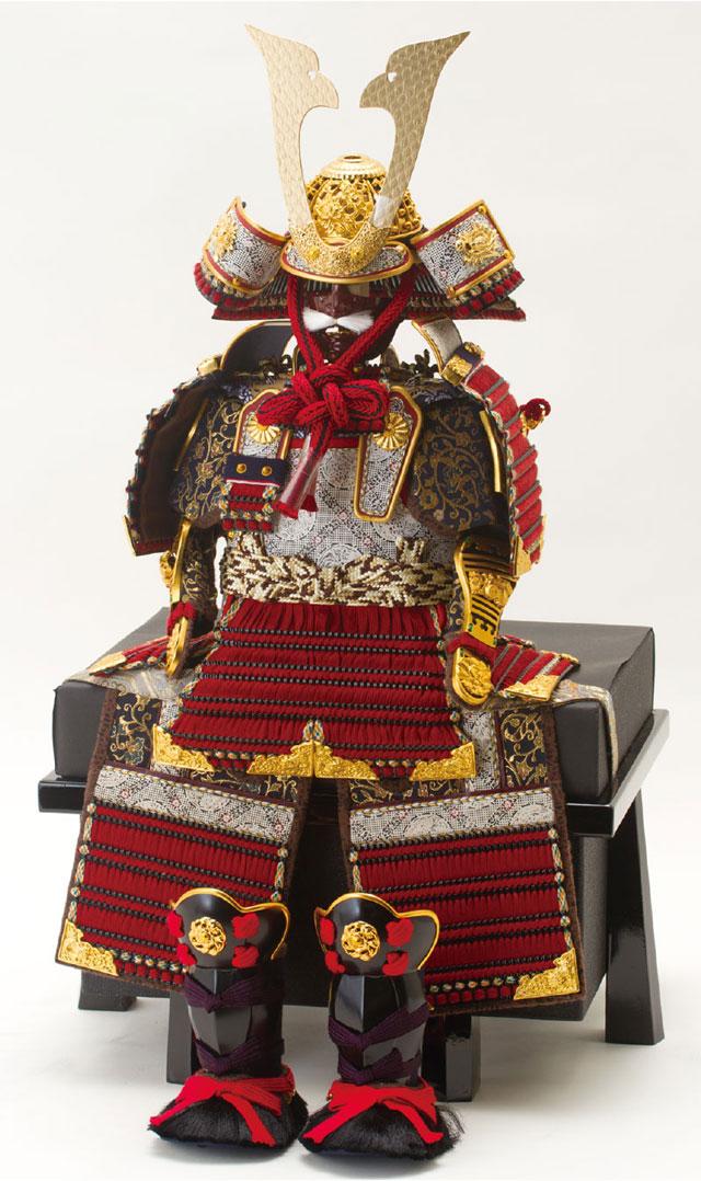 五月人形・黒小札赤糸(茜糸)威鎧焼桐飾り台セットNo3212