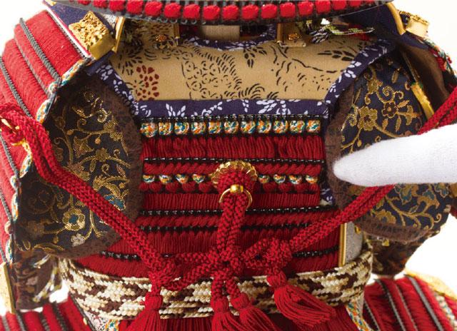 五月人形・黒小札赤糸(茜糸)威鎧焼桐飾り台セットNo3212鎧の背面