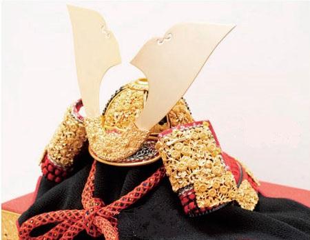 五月人形・青森 櫛引八幡宮所蔵 国宝模写 菊一文字金物赤糸威 兜飾りNo311B