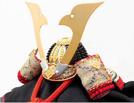 五月人形・山梨 菅田天神社所蔵 (平安時代後期)国宝 小桜黄返皮威大鎧 兜飾り No311D