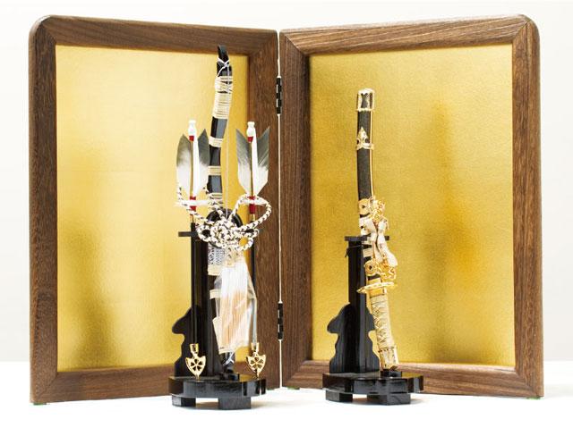東京 御岳神社所蔵 重要文化財 紫裾濃威大鎧模写 兜飾りNo311-G 屏風に弓太刀