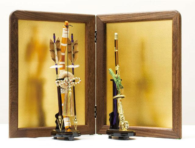 五月人形は焼桐仕様の飾り台・弓太刀