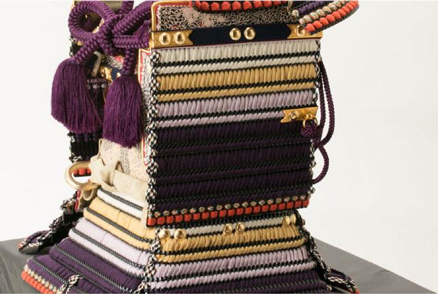 東京 御岳神社所蔵 重要文化財 紫裾濃威大鎧模写 鎧兜飾りNo321G 大鎧の大袖