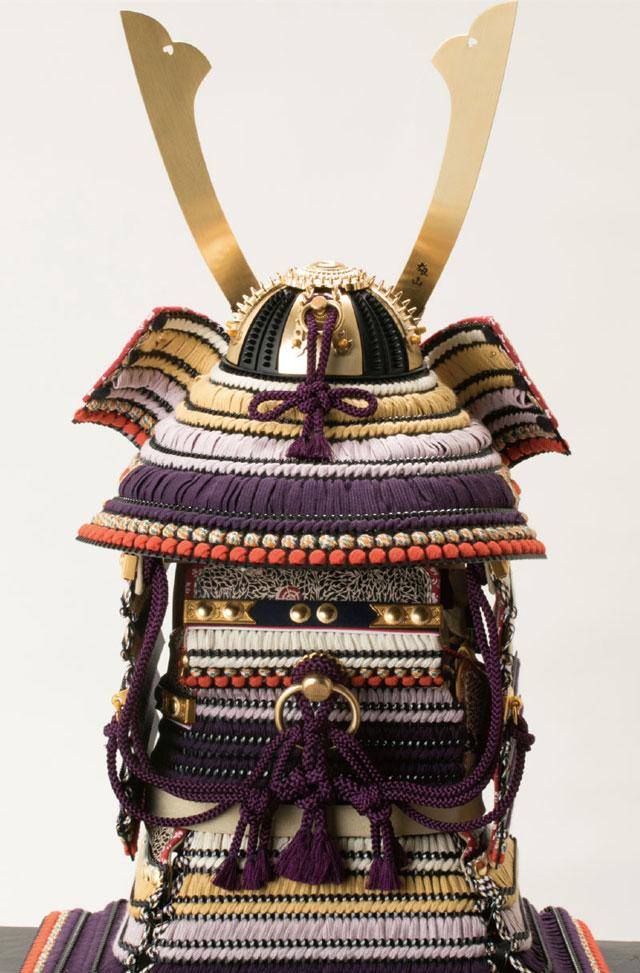 東京 御岳神社所蔵 重要文化財 紫裾濃威大鎧模写 鎧兜飾りNo321G 大鎧の背面