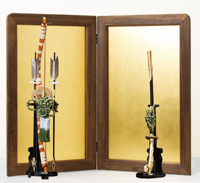 東京 御岳神社所蔵 重要文化財 紫裾濃威大鎧模写 鎧兜飾りNo321G 屏風に弓太刀