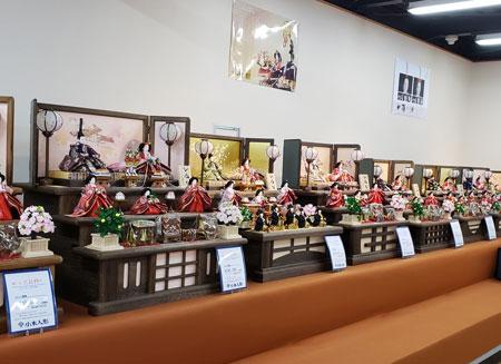 小木人形の店舗内
