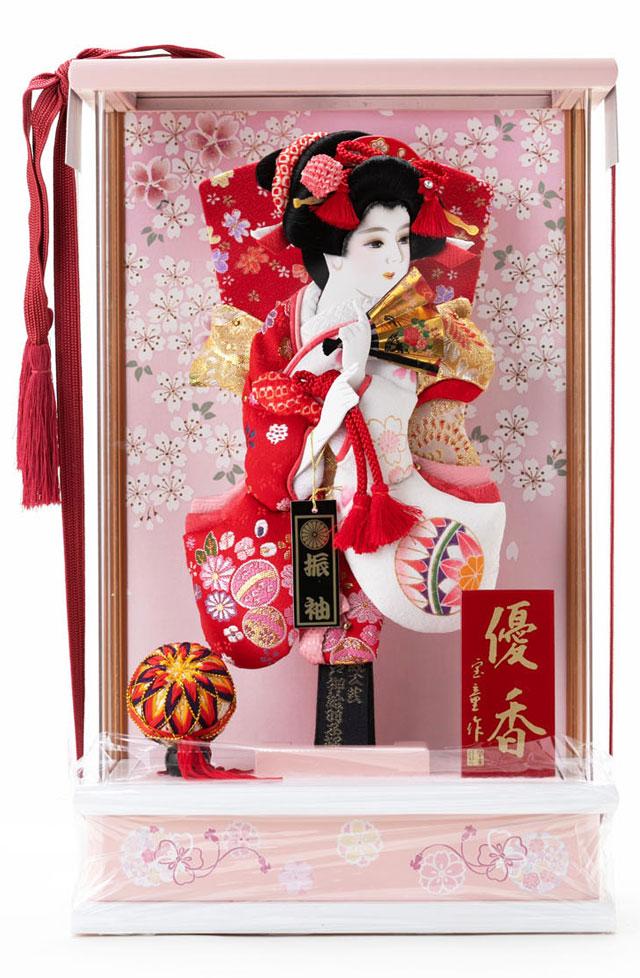 女児の初正月飾りには羽子板を贈ります。